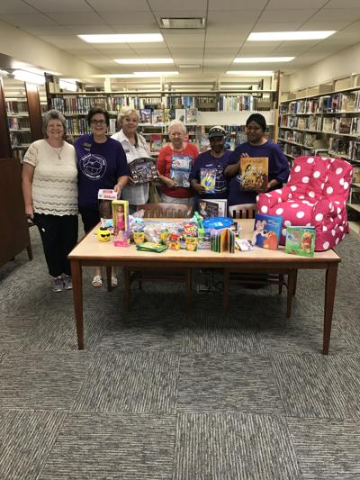 Radcliff Woman's Club shower nets prizes for library reading program