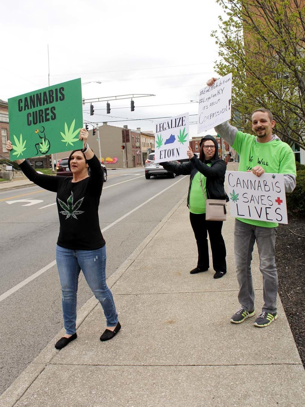 Residents show support for medical cannabis at Elizabethtown City Hall