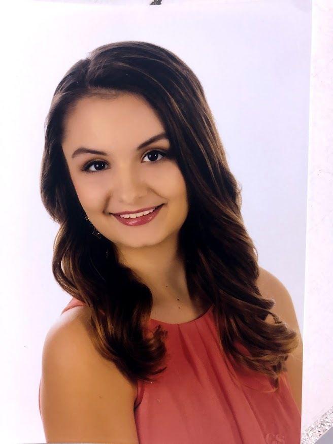 Ten compete for Miss Teen Hardin County Fair
