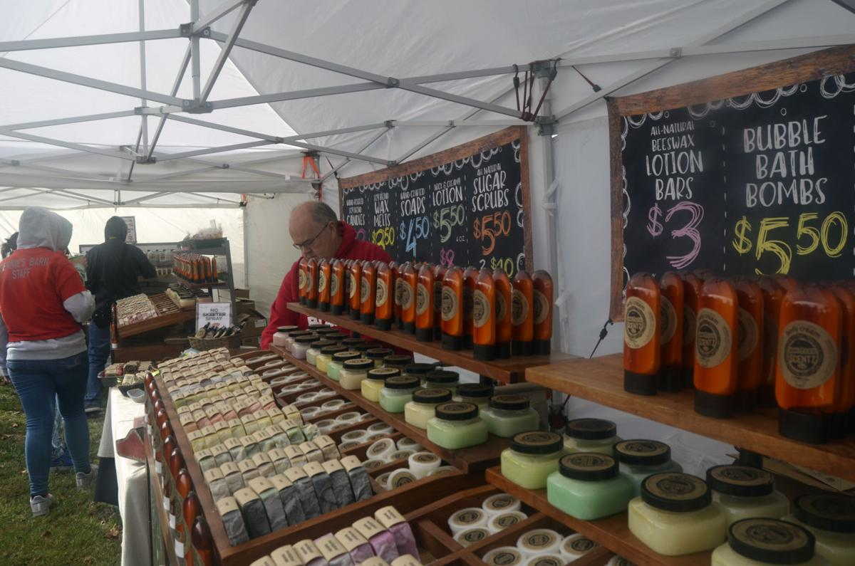 Artisans display crafts at Glendale Crossing Festival