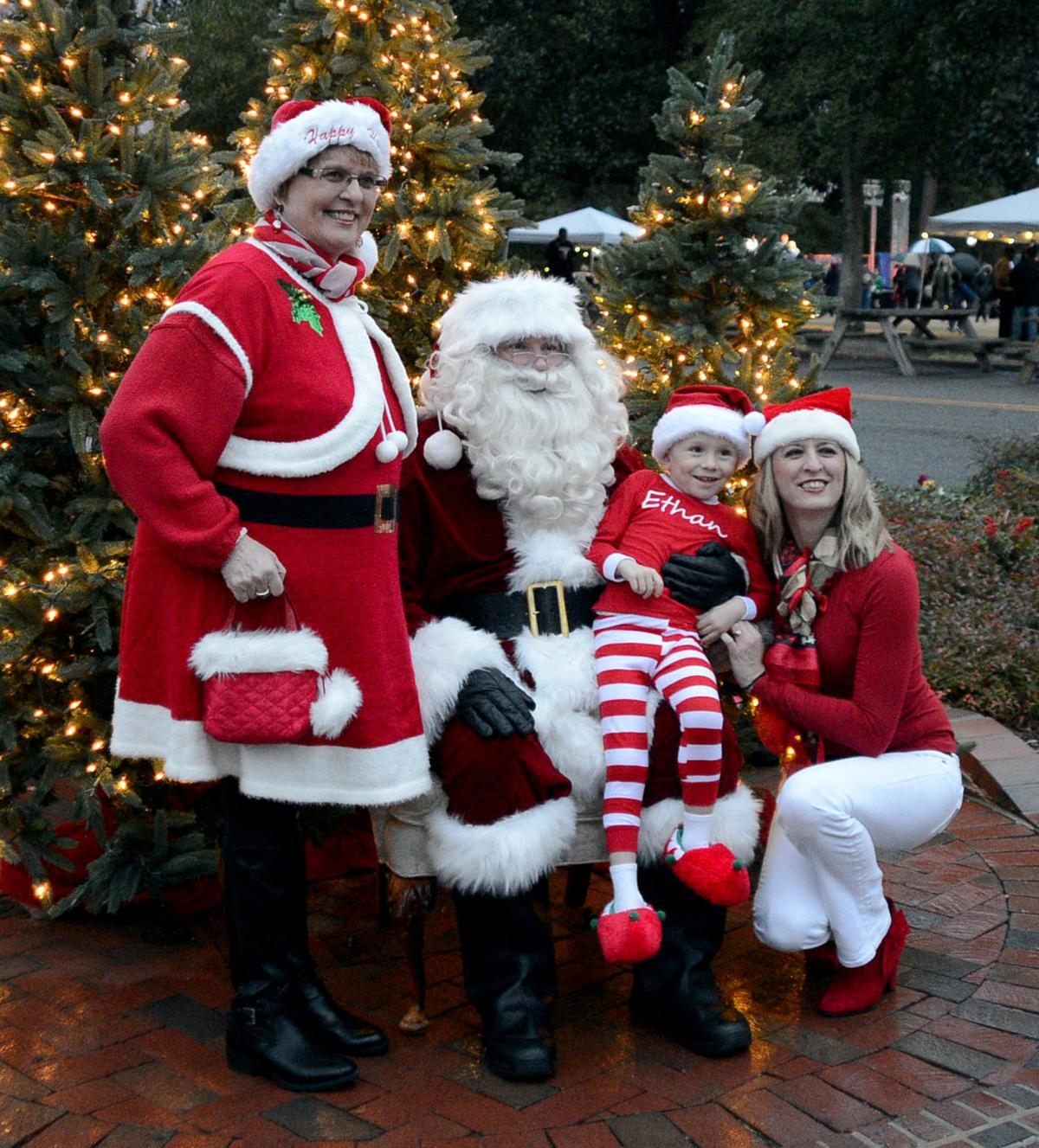 Pinehurst Christmas Tree Lighting and a Santa visit   Gallery