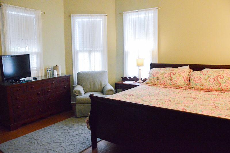 Magnolia Inn guest room