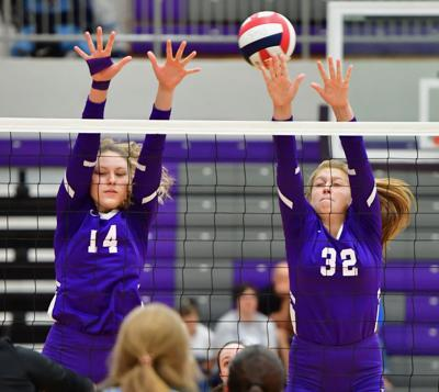 Portland's Savanah Pippin (14) and Anna McGlothlin (32) attempt a block against White House.