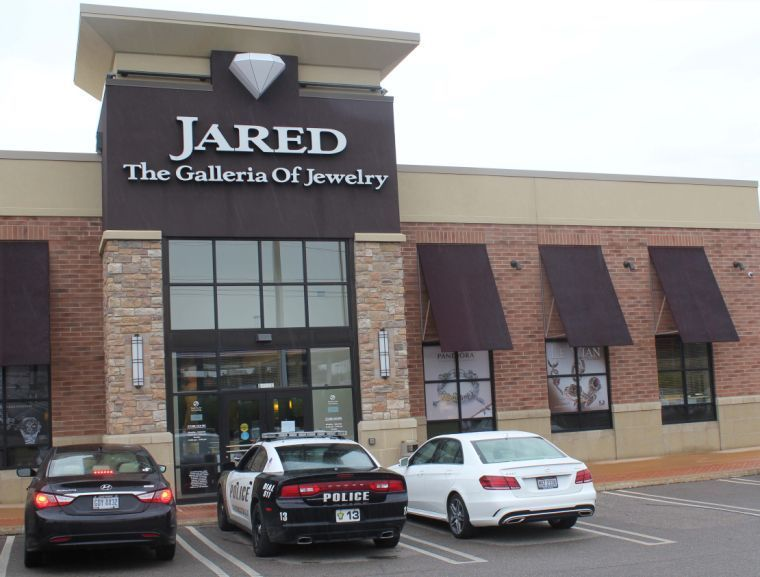 Jared Jewelers robbed at gunpoint Breaking News