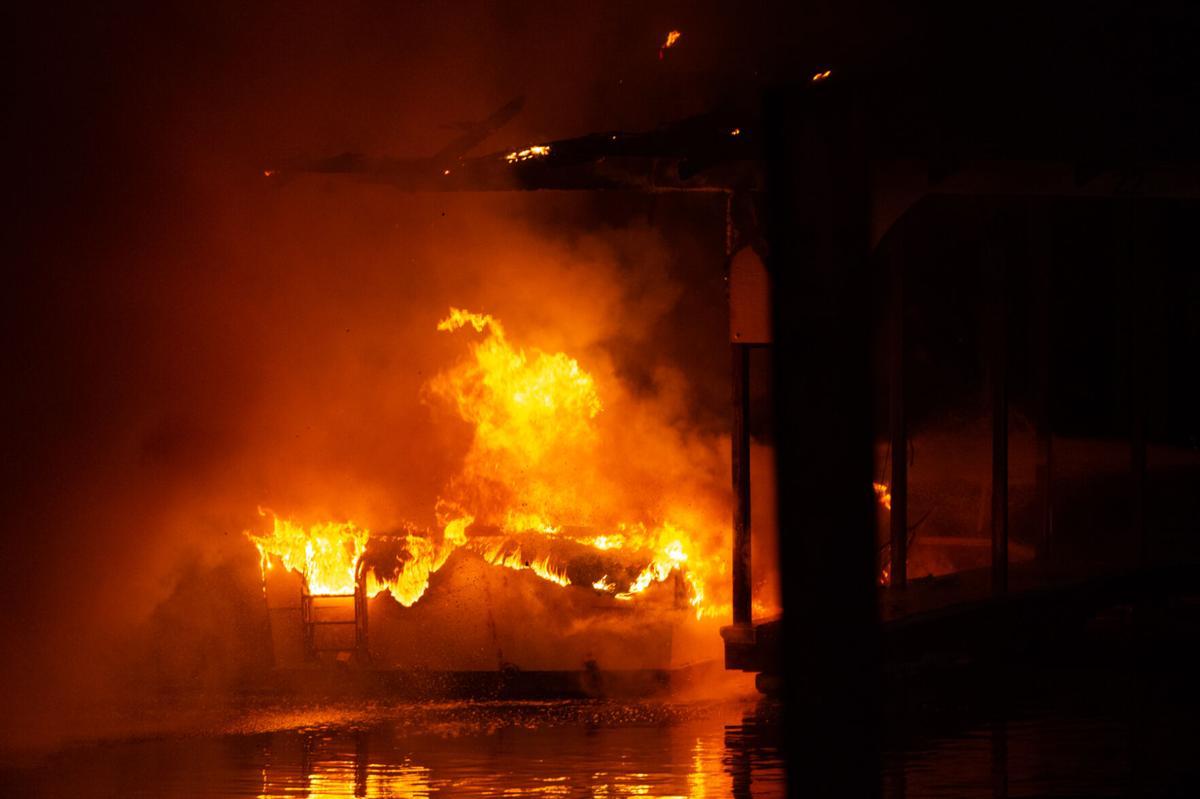 Boat fire_20210207