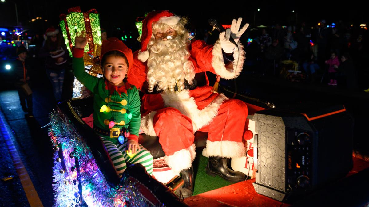 Rain doesn't dampen spirits at Discovery Bay Parade of Lights