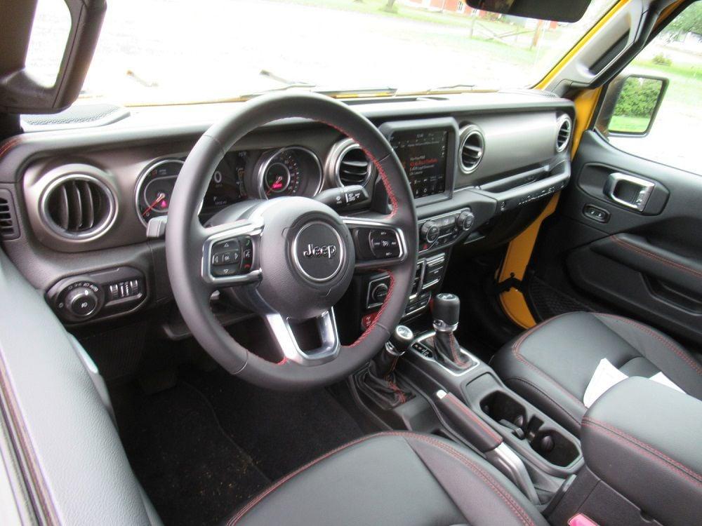 2018 Jeep Wrangler interior – cropped