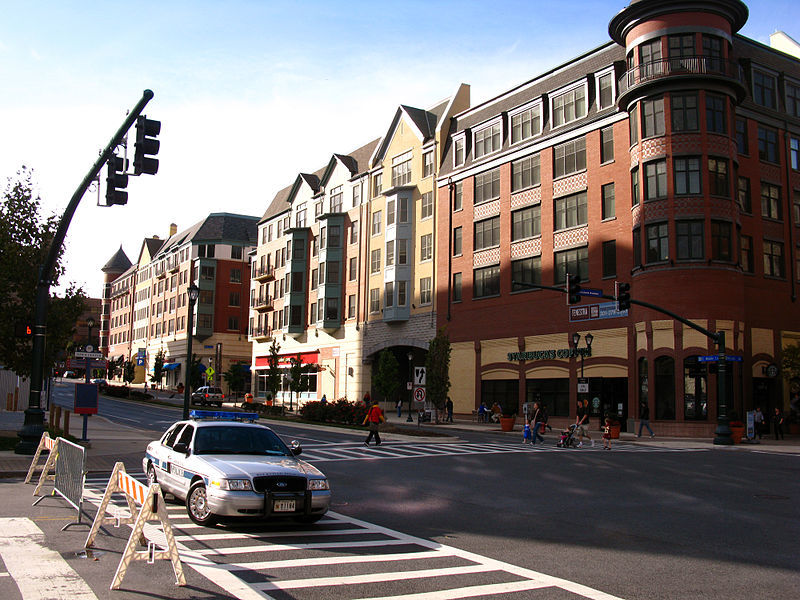 800px-Rockville_-_Maryland_Ave_at_Middle_Ln