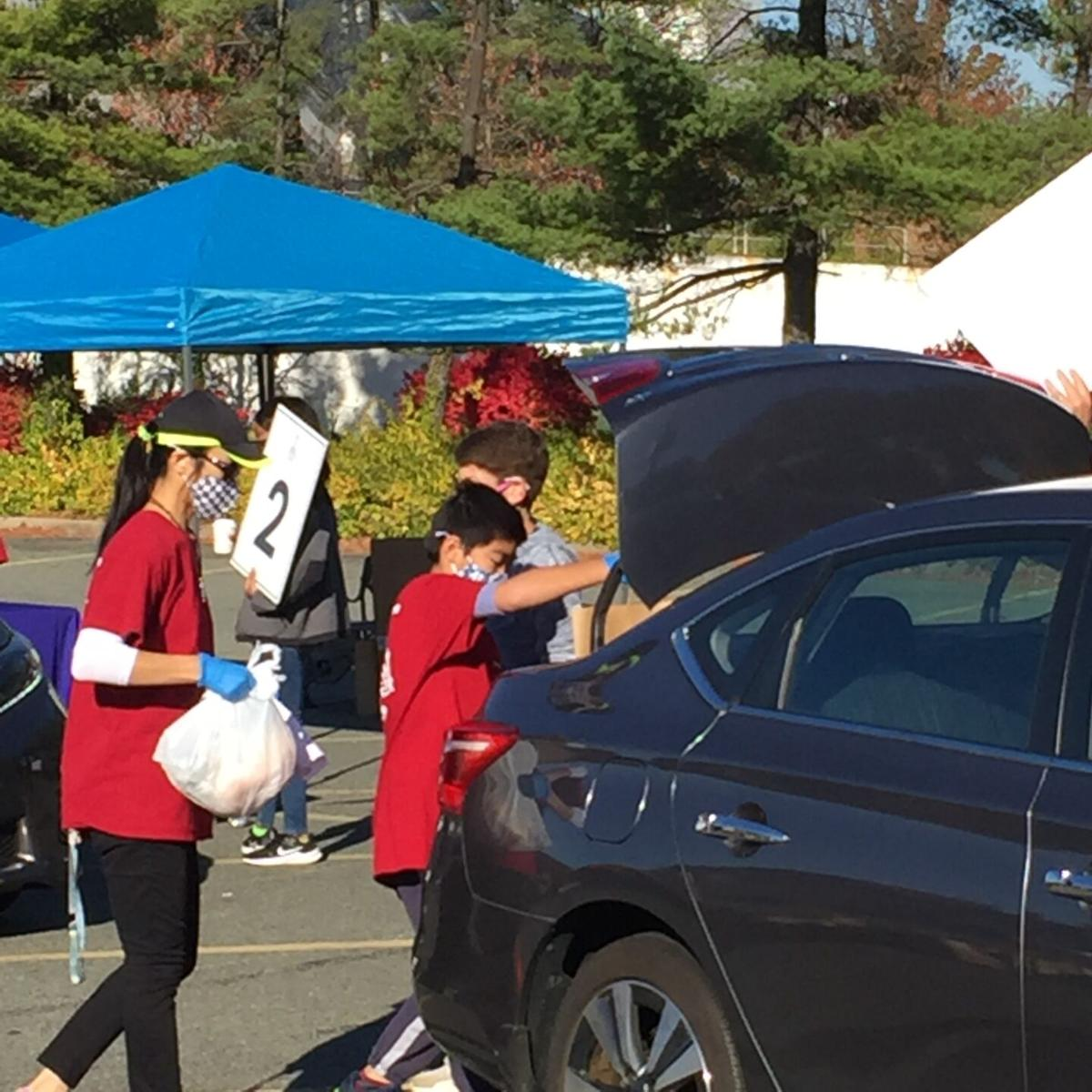 2020 Food Distribution Lakeforest Mall 3a 11072020.jpg