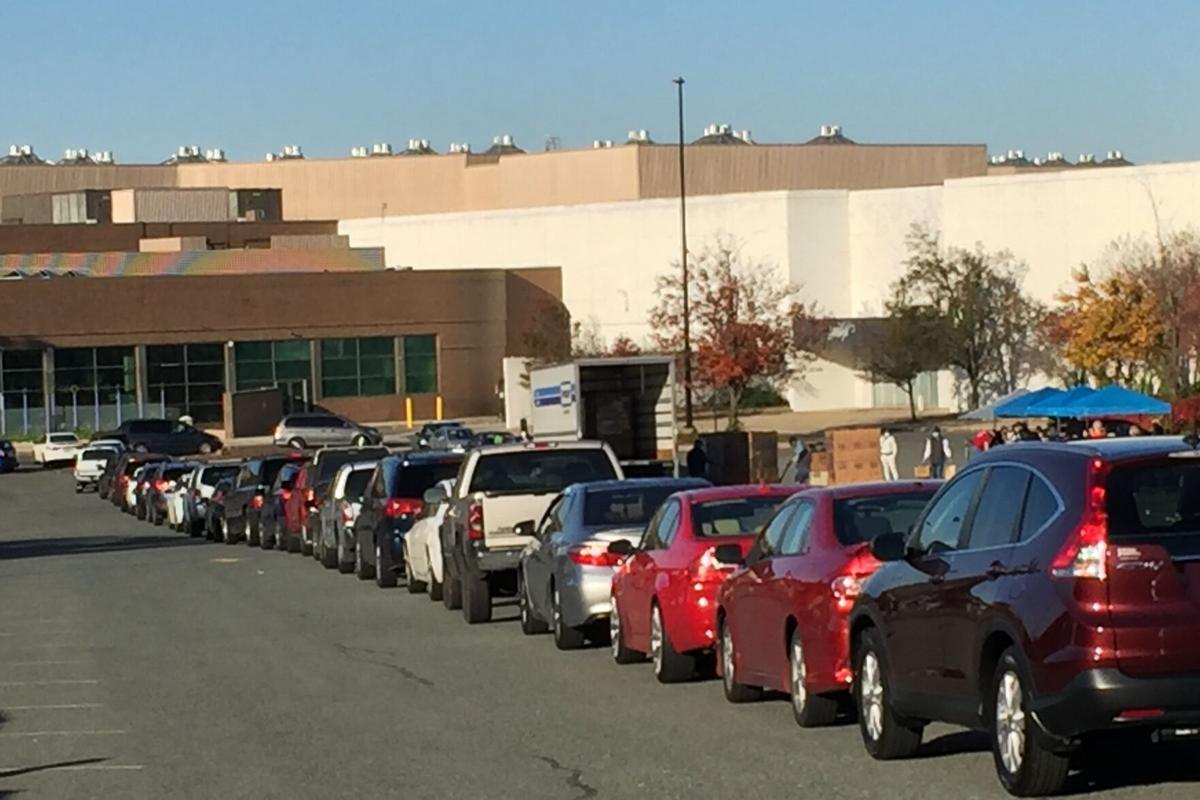 2020 Food Distribution Lakeforest Mall Cars Lined up 11072020.jpg
