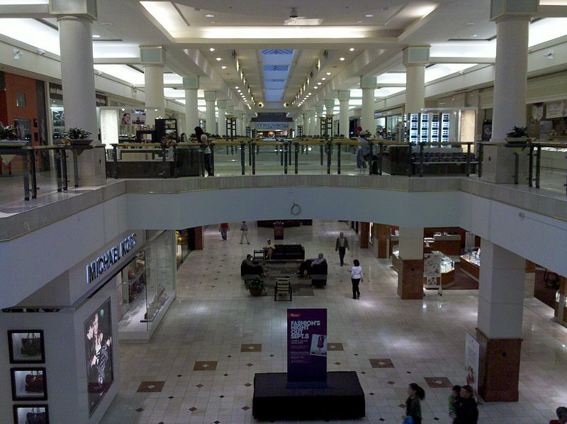 800px-Montgomery_Mall,_view_from_center_of_mall_towards_Nordstrom