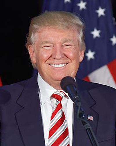 Donald_Trump_at_Aston,_PA_September_14th_(Cropped-c