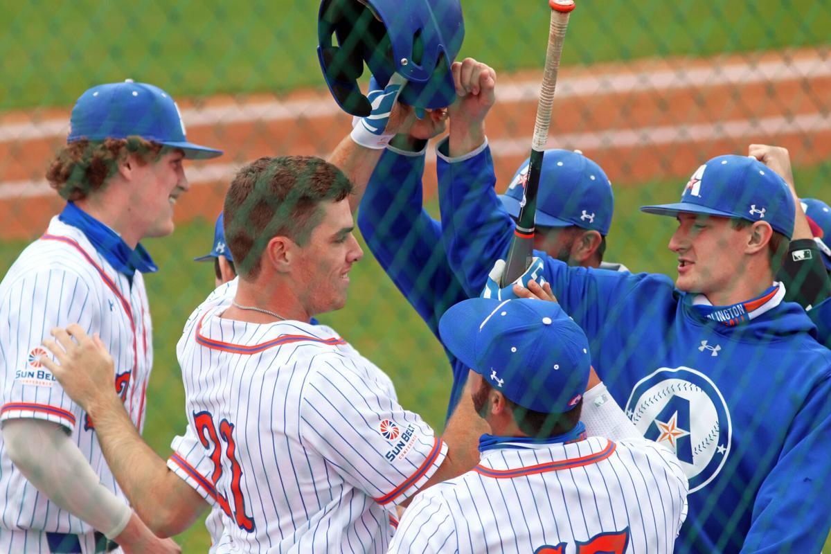 UTA baseball sweeps doubleheader against Stephen F. Austin University