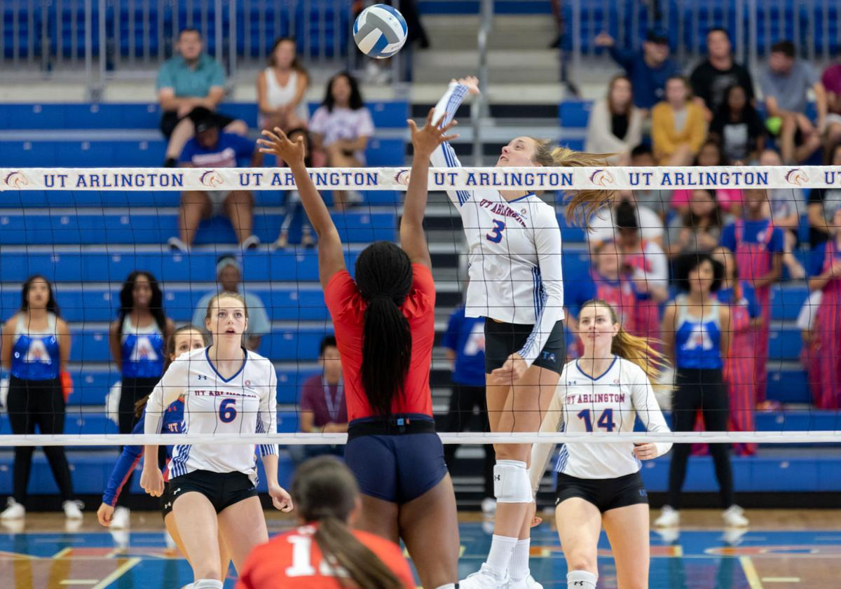 Mavericks sweep Dallas Baptist in exhibition home opener
