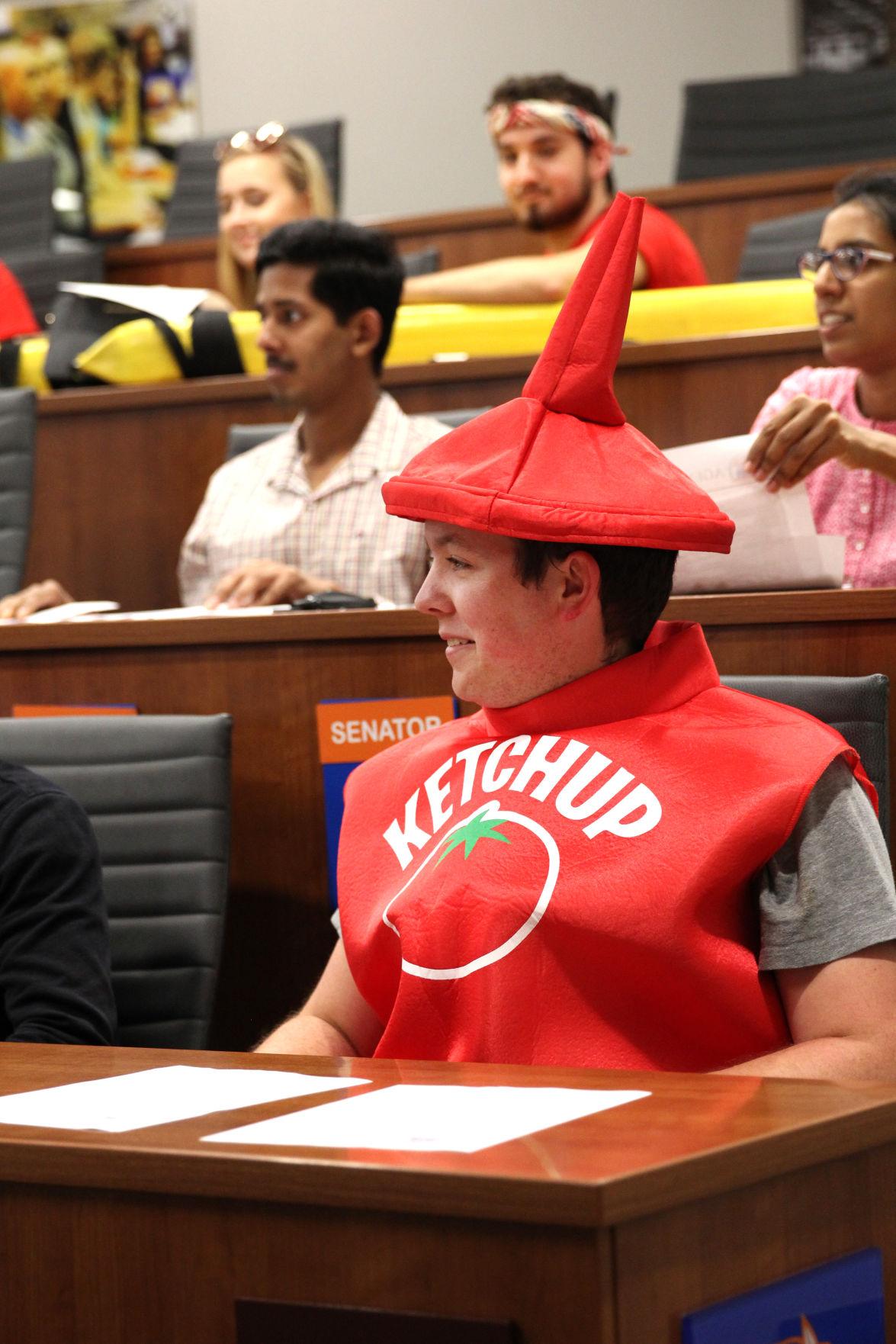 Student Senate discuss 'Renaming the University Center' resolution, dress up for Halloween