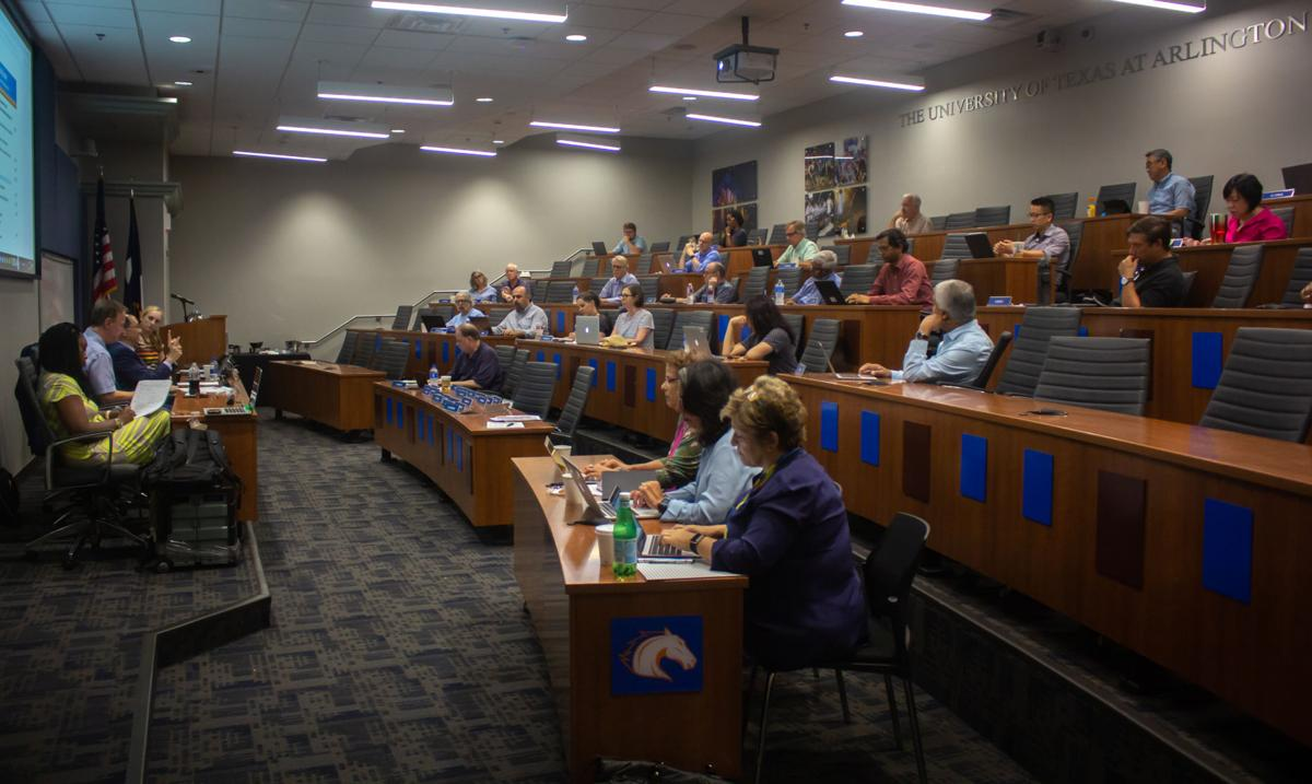 Faculty Senate discusses new faculty hires, welcomes new senators