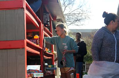 Volunteers help mission recover from holiday season