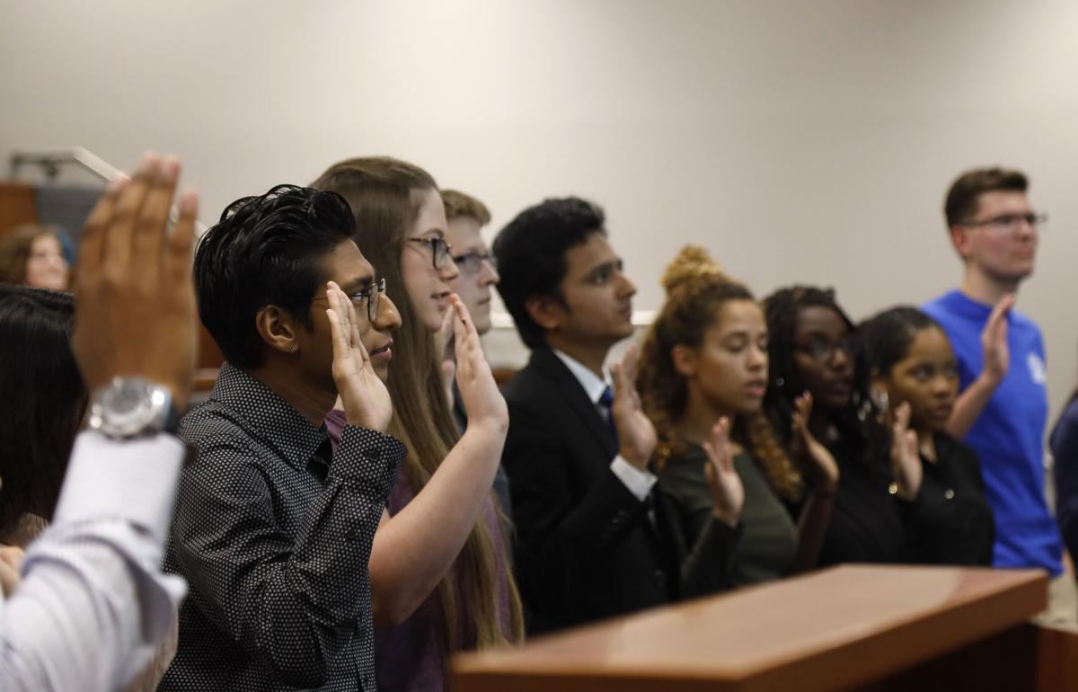 Student Senate swears in 17 senators, introduces nine new resolutions in first general body meeting