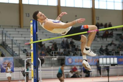 Men's indoor track and field falls short of repeat championship, women's places seventh