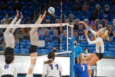 UTA volleyball team tops Georgia Southern University in conference tournament opener