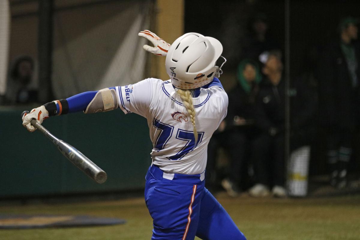 Walk-off grand slam lifts UTA softball to victory