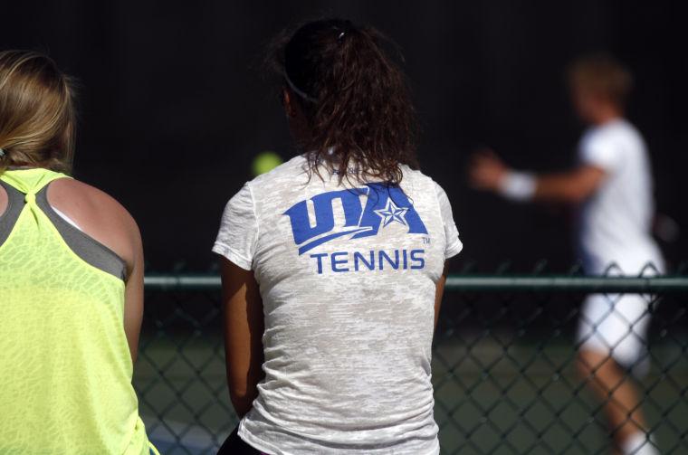 Men's tennis Monday
