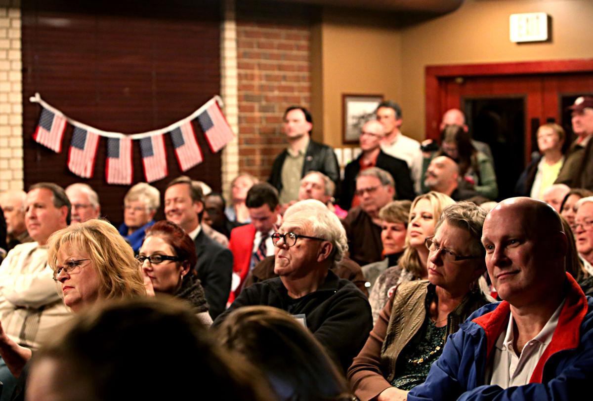 Residents debate pros, cons of Arlington red light cameras