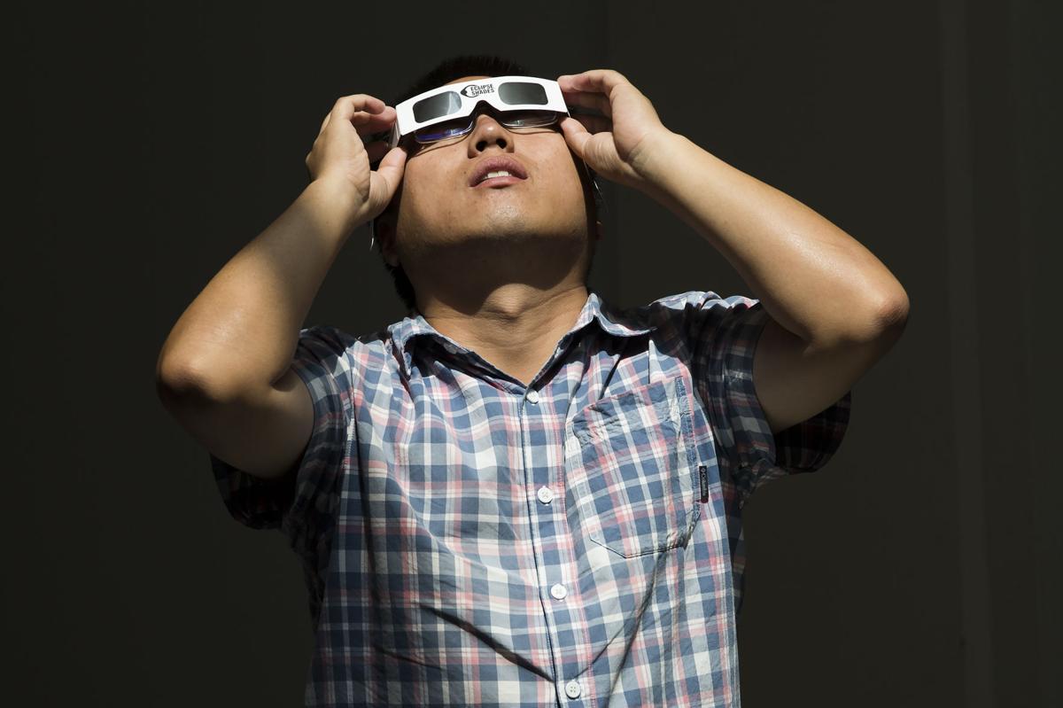 Eclipse casts thrills over campus