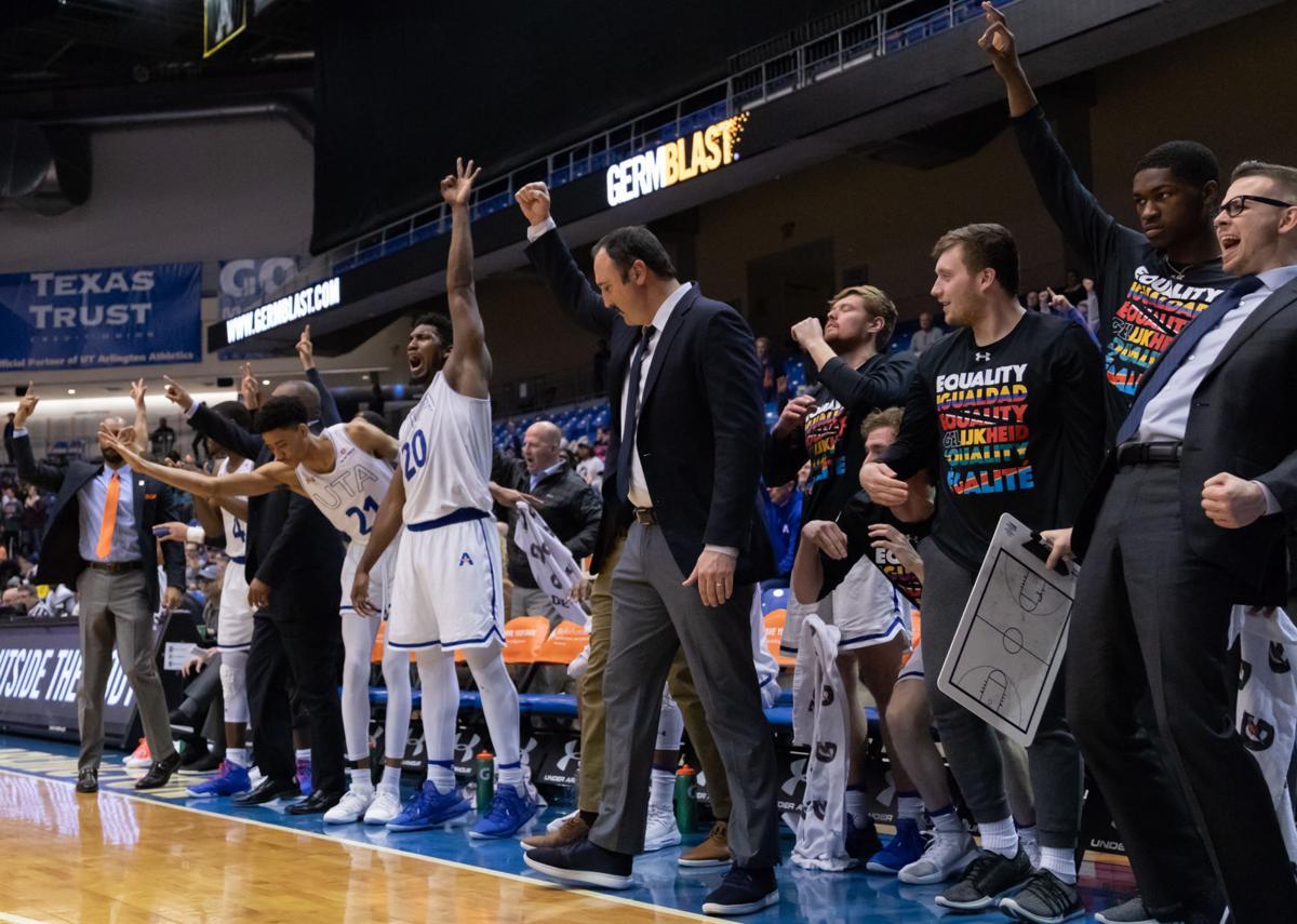 Mavericks defeat Chanticleers, reach top of league standings