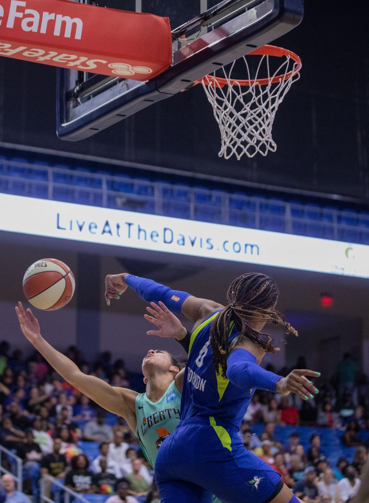 Photos: Dallas Wings dominate New York Liberty