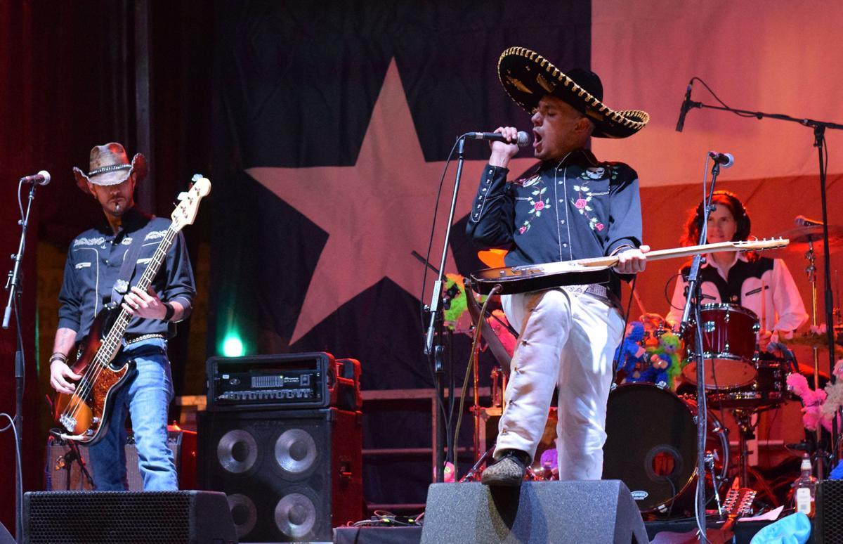 Artists jam out at Deep Ellum Arts Festival in Dallas
