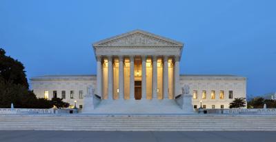 US Supreme Court votes 5-4 against rescinding DACA