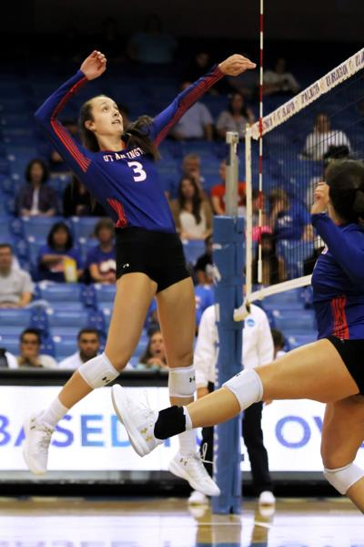 Volleyball middle blocker named player of the week