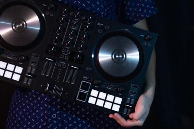 Scratch, mix, blend: UTA students dish on how they discovered DJing