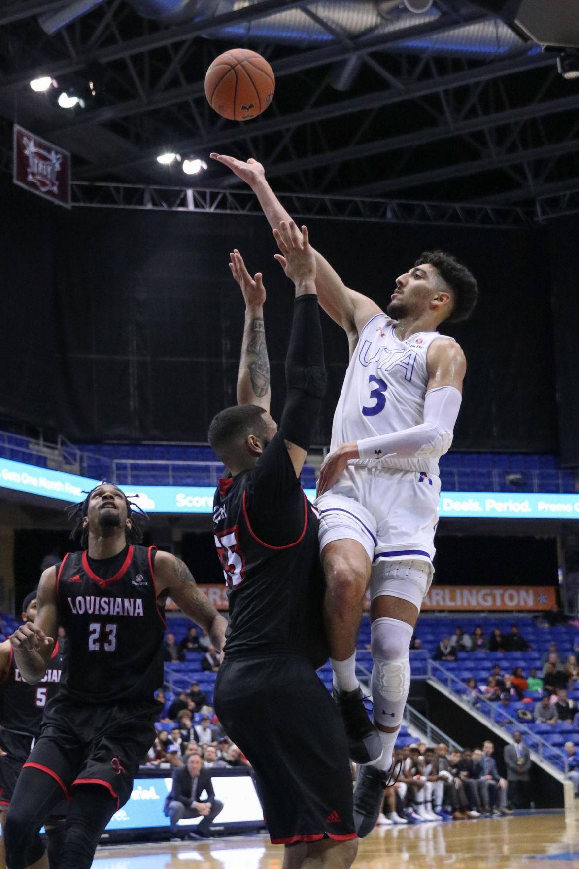 Men's basketball falls to Ragin' Cajuns