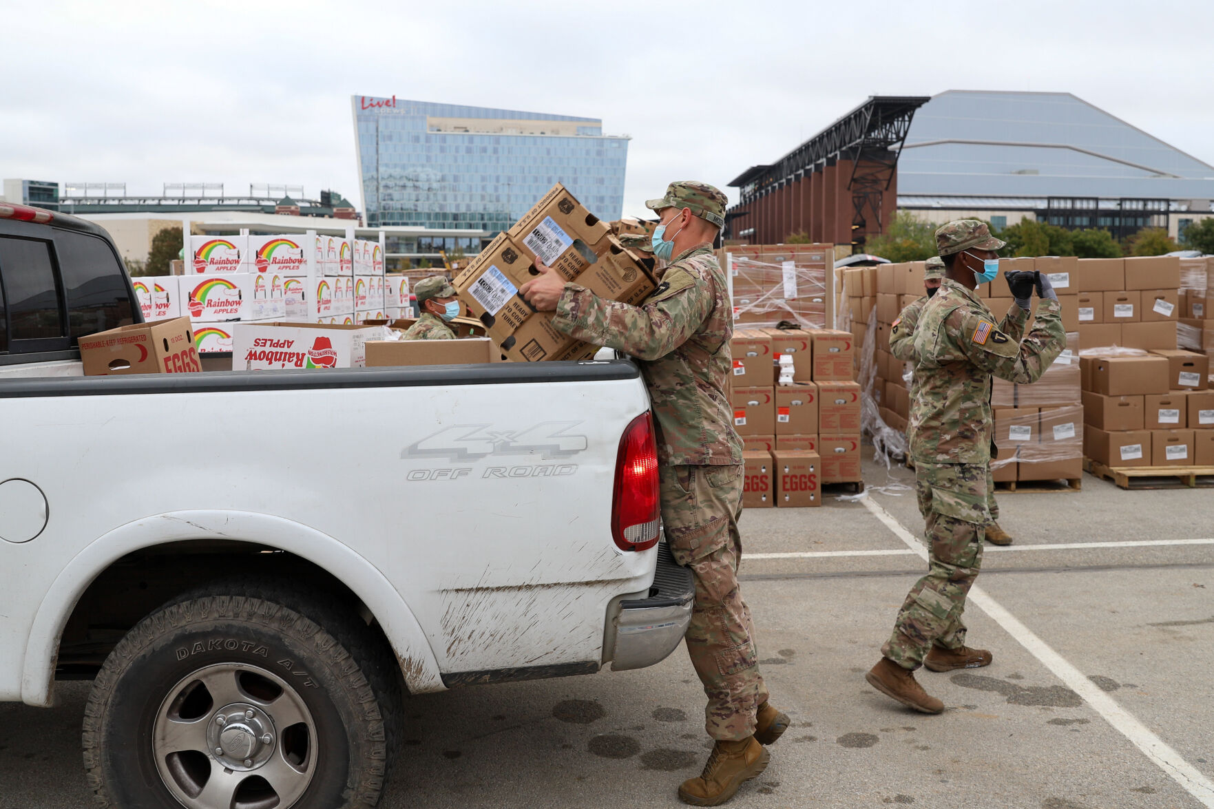 200 volunteers provide food to those in need in Tarrant Area Food Bank distribution