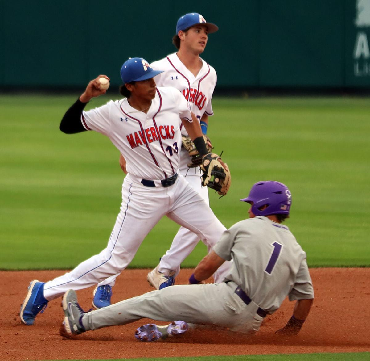 UTA baseball flounders in 8-3 loss to TCU