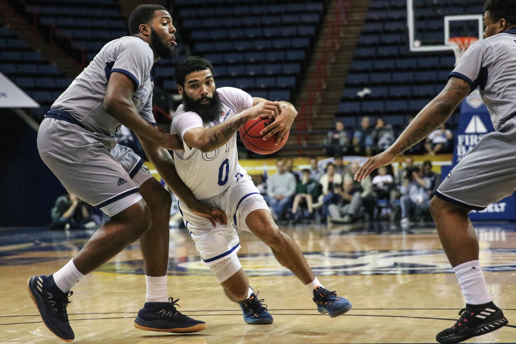 Photos: Mavericks win semifinal bout against Georgia Southern University