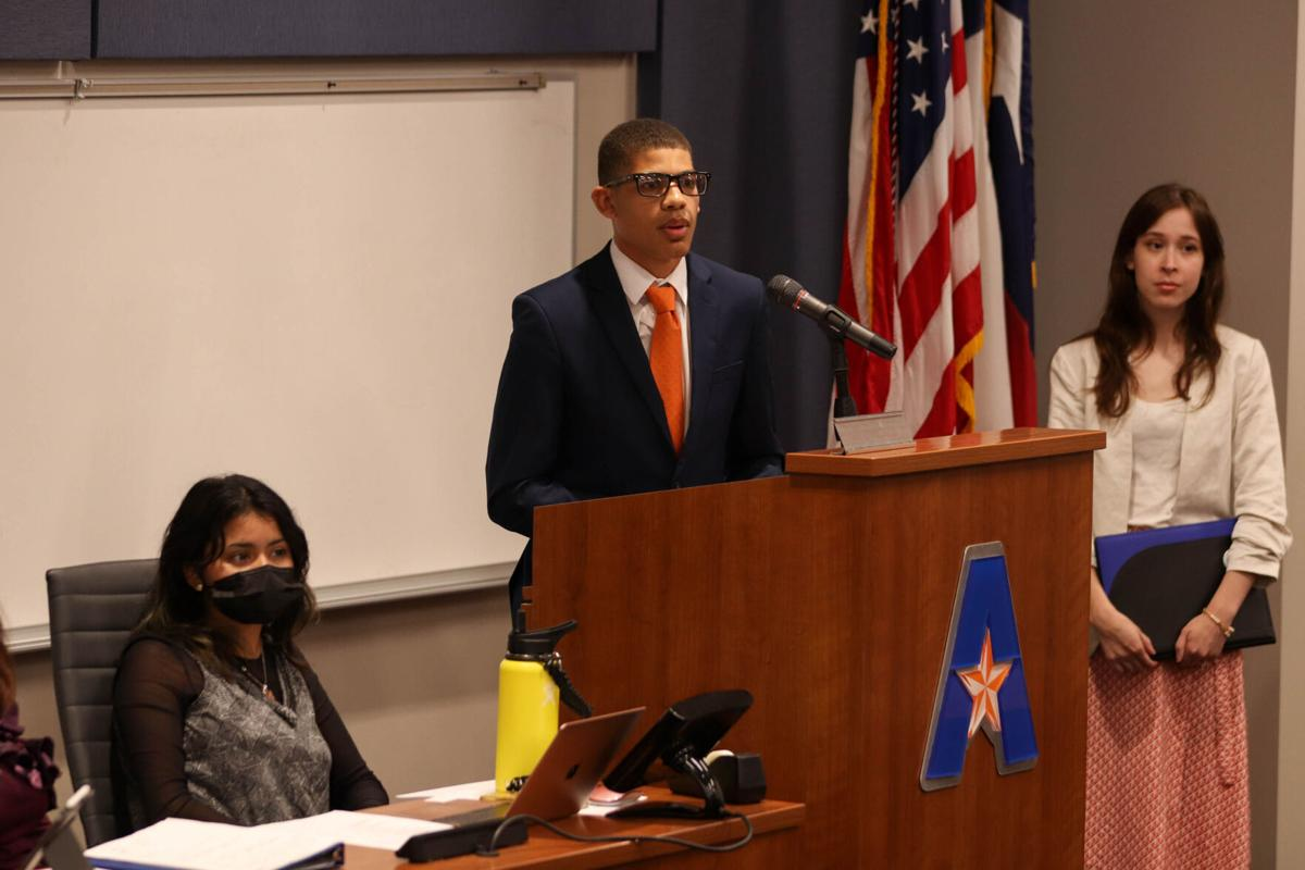 Student Senate confirms new Supreme Court justice, shares opinions on campus fully reopening