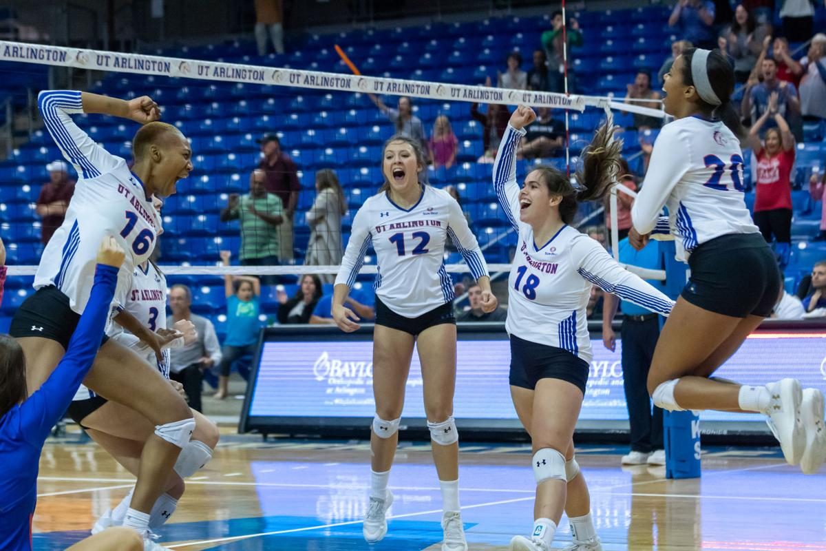 Volleyball sweeps weekend in five-set thrillers