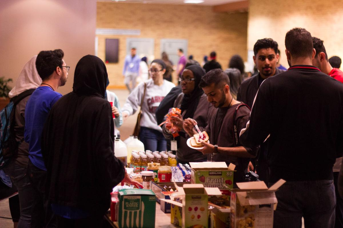 Muslim students compete to help refugees