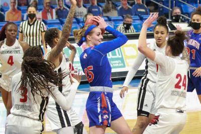 Lady Mavericks fall short to Ragin' Cajuns in matchup of division leaders