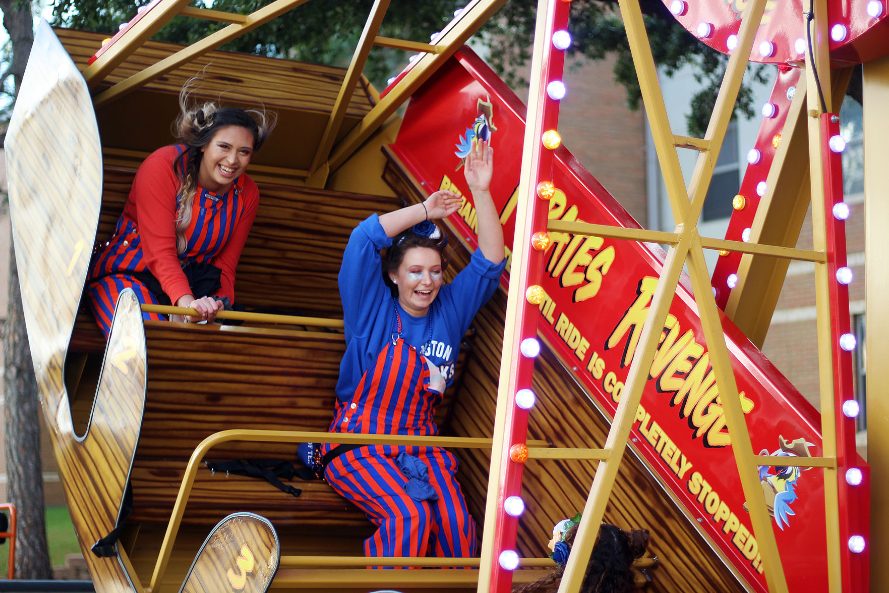 UTA students show spirit during MAVchella-themed Homecoming Parade