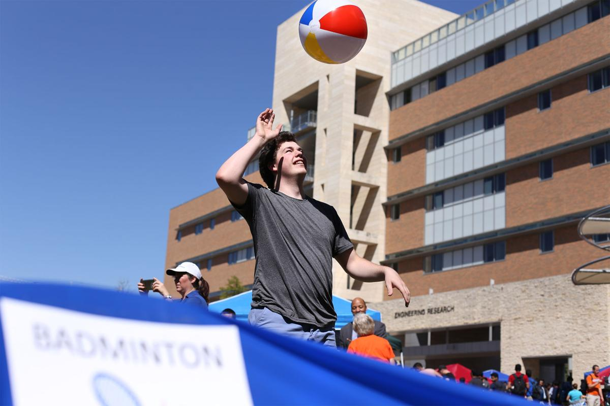Students enjoy games at Engineering Welcome Bash