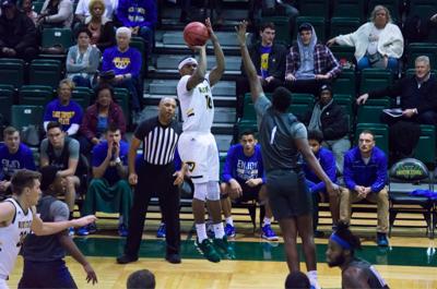 Men's basketball suffers close defeat, women's basketball dominates Lake Superior State