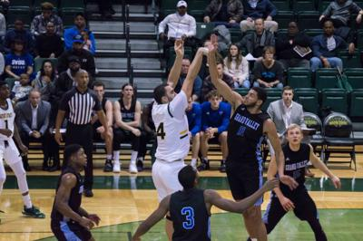 Men's basketball unable to complete comeback, women's team struggles against GVSU