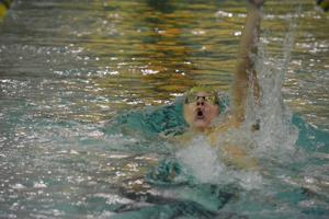 WSU swimming outpaced by Oakland in first meet