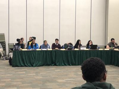 Student Senate modifies body election process, discusses campus cockroach issues