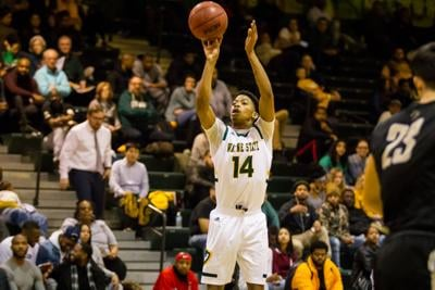 Late game heroics results in two straight losses for men's basketball