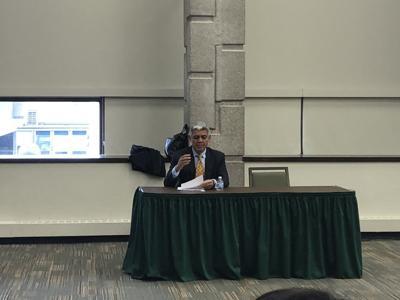 President Wilson attends Student Senate meeting